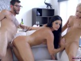 Moms Hot Pie – Logan Long